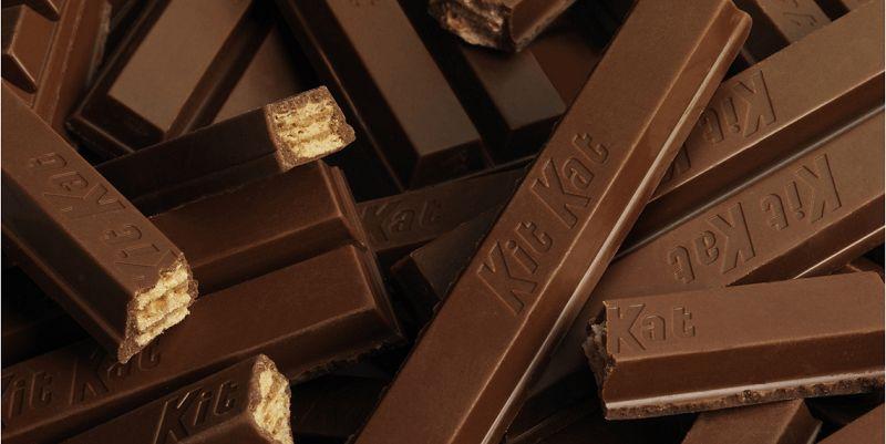 """</ """"چند بار شکلات کیتکت در کنار و روی یکدیگر قرار گرفتهاند """"=jpg"""" alt.چهار انگشتی-کیتکت""""=img src>"""